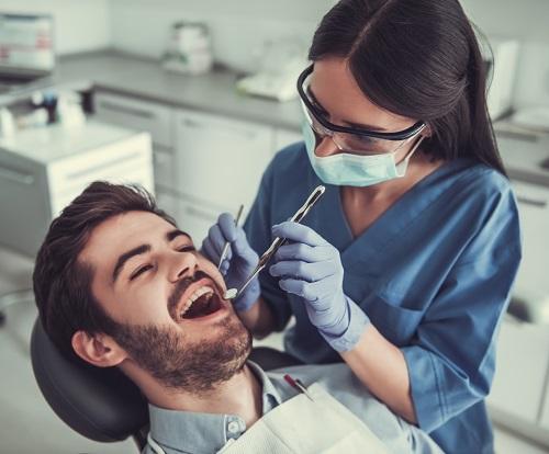 un dentiste à La Réunion
